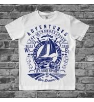 Белая детская футболка с корабликом