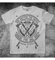 Серая футболка с дизайном топоры