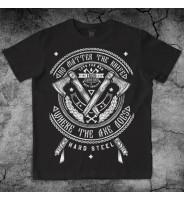 Черная футболка с топорами