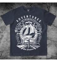 Темно-синяя футболка с кораблем